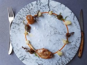 Caille en deux façons / les premiers légumes du jardin / confit de dattes Medjool au gingembre