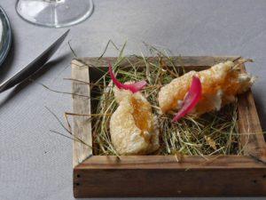 Chicharon / chèvre fumé / miel de châtaigne au romarin