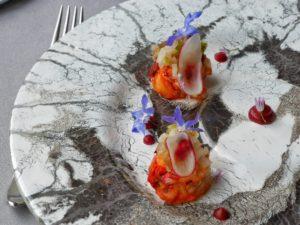 Médaillon de homard / escabèche de fenouil à la rhubarbe / bouillon Daschi à la framboise