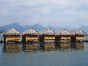 Thaïlande-Lac CheowLan-Raft house
