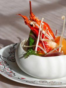 Raviole de homard et langoustine, minestrone de fruits exotiques