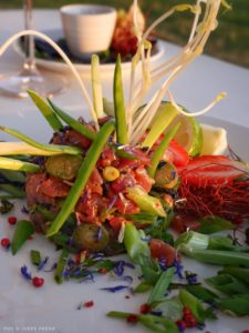Tartare de thon, marinade aux herbes fraîches
