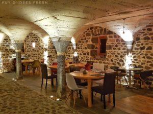 Edgar, Marceline & Cie - salle du restaurant des Volca'lodges